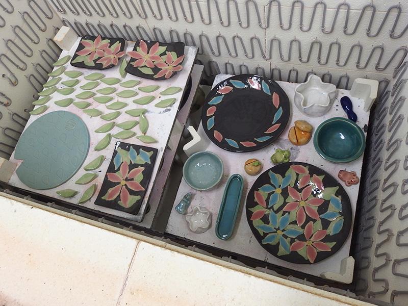 象嵌技法の凝ったお皿もあります